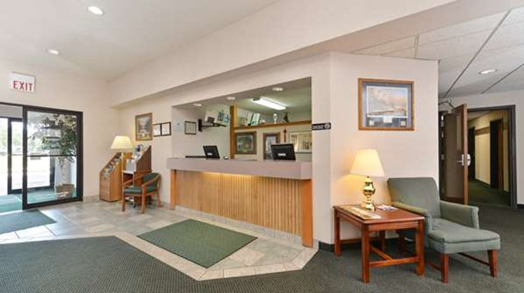 Americas Best Value Inn - Tahquamenon Co Lobby