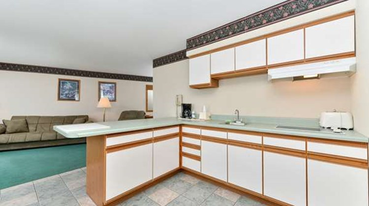 Americas Best Value Inn - Tahquamenon Co Suite