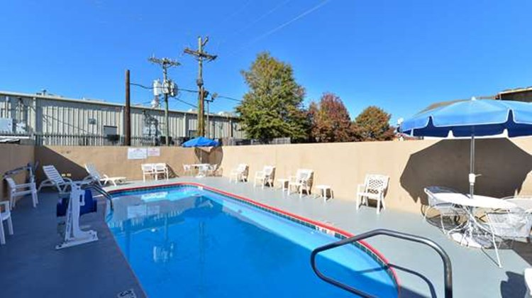Americas Best Value Inn Brookhaven Pool