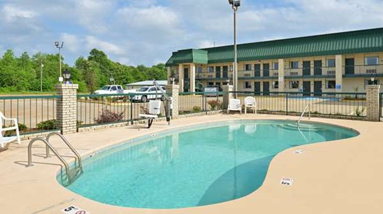 Americas Best Value Inn & Suites, Winona Pool