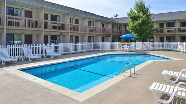 Americas Best Value Inn, Canton Pool