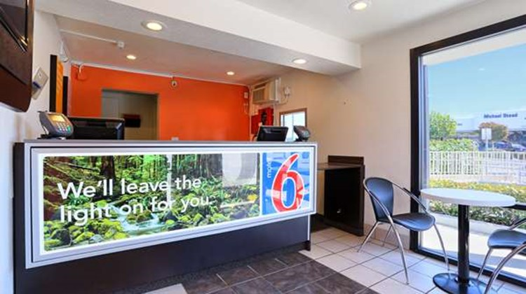 Motel 6 Walnut Creek Lobby