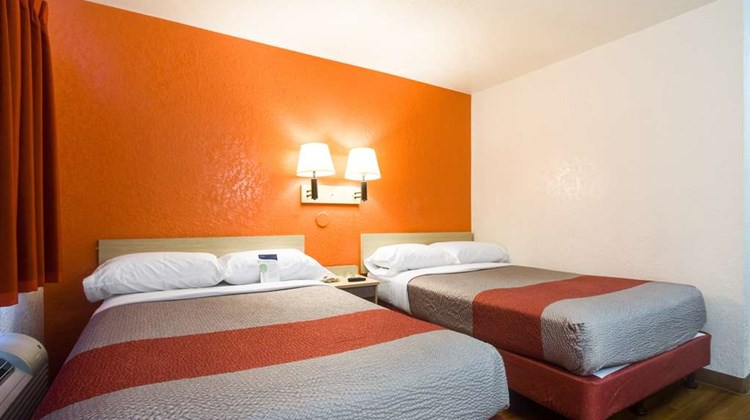 Motel 6 Denver Lakewood Room