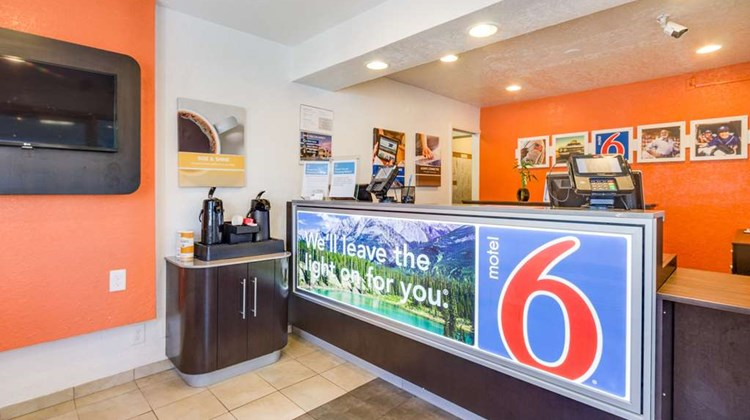 Motel 6 Denver Lakewood Lobby