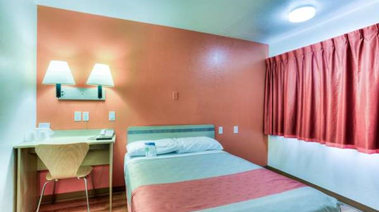 Motel 6 Portland South Room