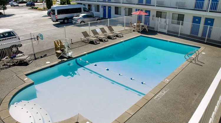 Motel 6 Tacoma - Fife Pool