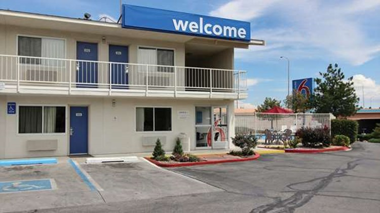 Motel 6 Midtown Exterior