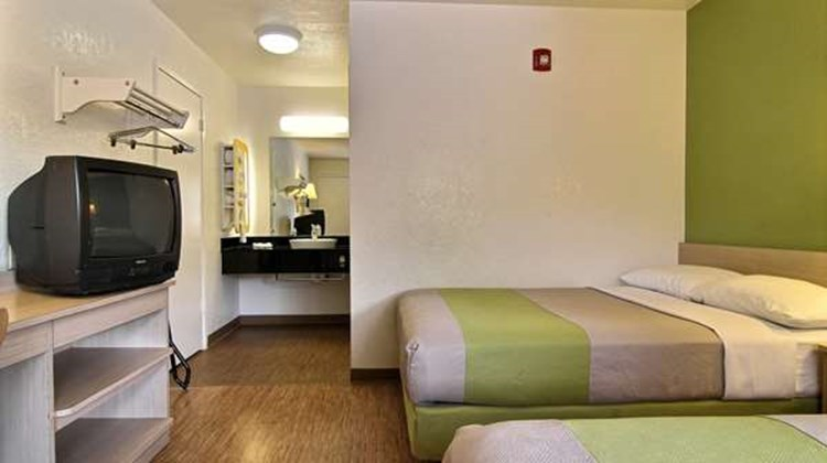Motel 6 Midtown Room