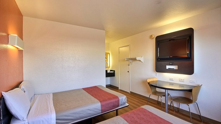 Motel 6 Laredo South Room