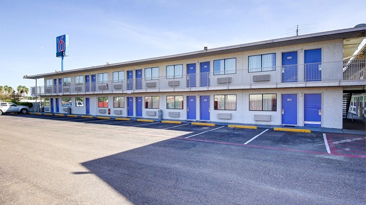 Motel 6 Laredo South Exterior