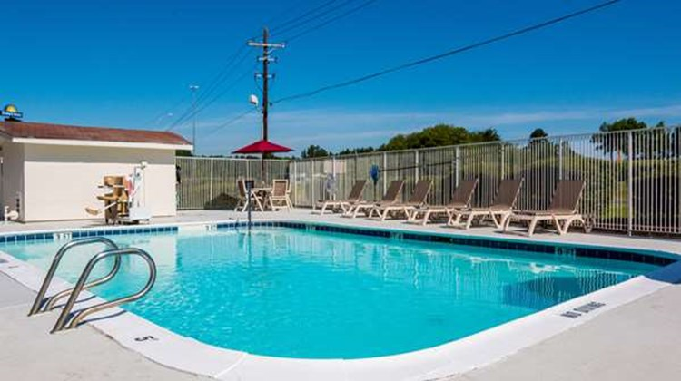 Motel 6 Longview Pool