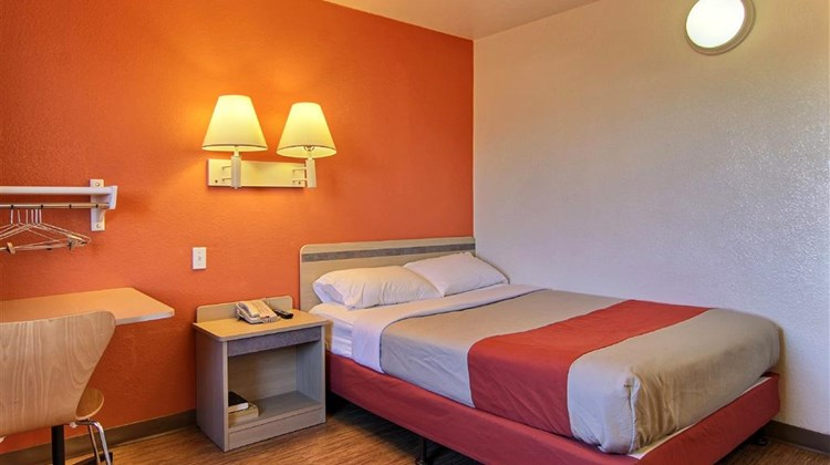 Motel 6 Bismarck Room
