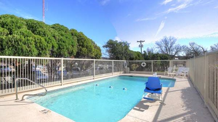 Motel 6 Kerrville Pool