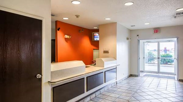 Motel 6 New Braunfels Lobby
