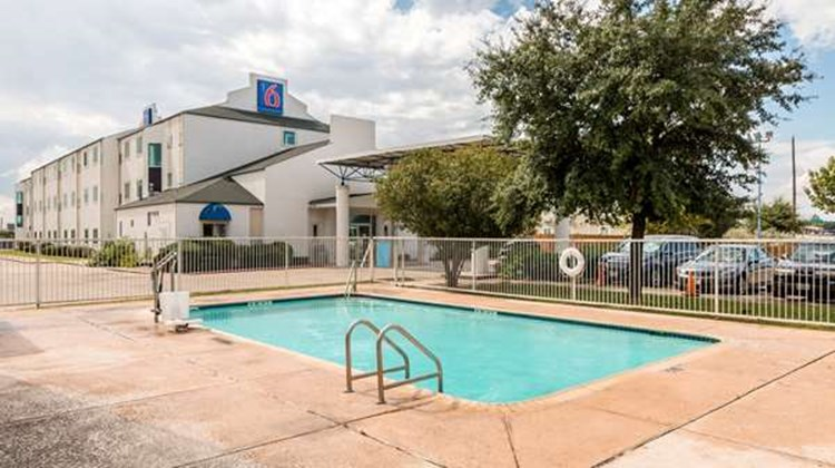 Motel 6 San Antonio South Pool