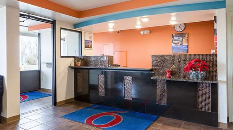 Motel 6 Brownsville - Bells Lobby
