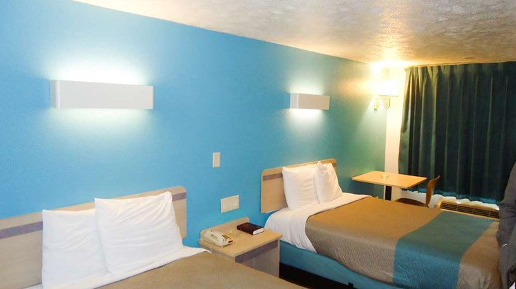 Motel 6 Columbus Room
