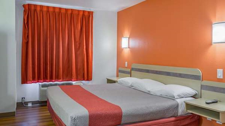 Motel 6 Redmond Room