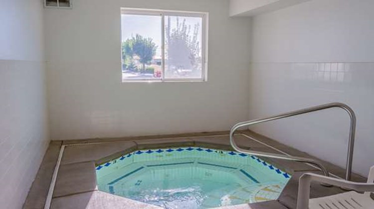 Motel 6 Redmond Pool