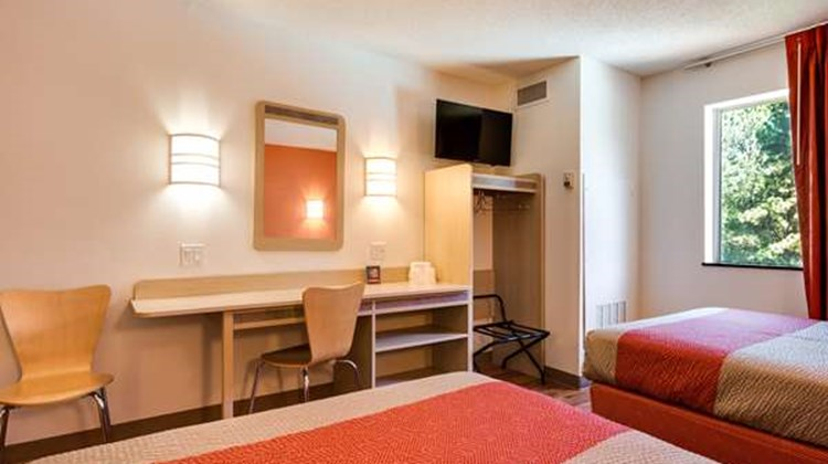 Motel 6 Atlanta Room