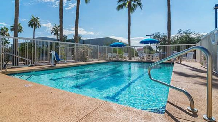 Motel 6 Chandler Pool