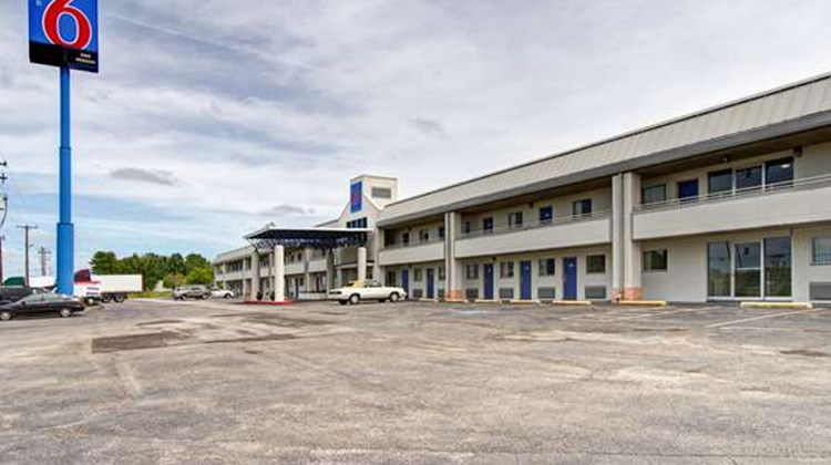 Motel 6 Cleveland Intl Airport Exterior