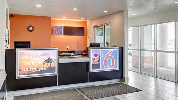 Motel 6 Cleveland Intl Airport Lobby