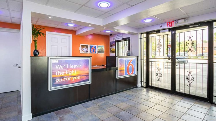 Motel 6 Decatur Lobby