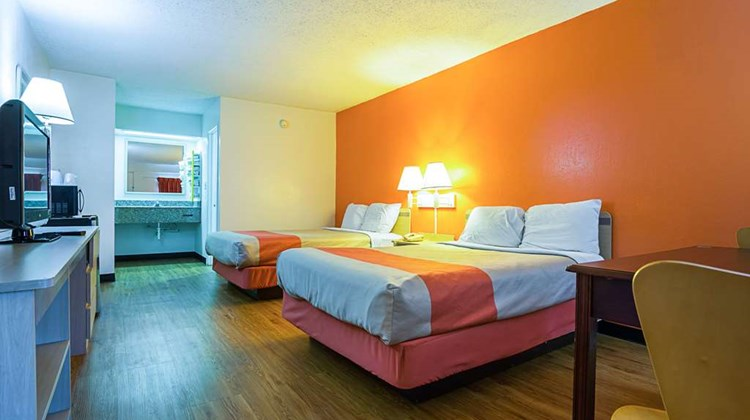 Motel 6 Decatur Room