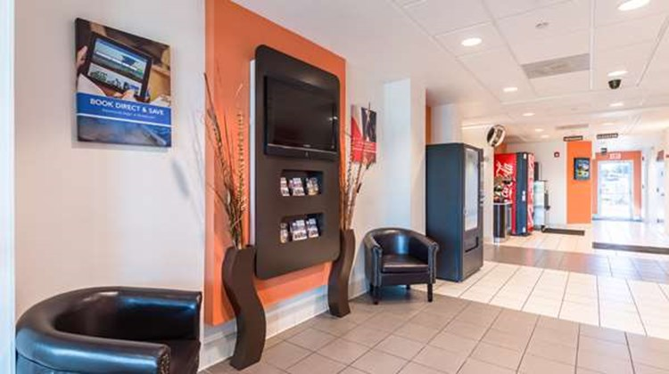 Motel 6 Eagle Pass Lobby