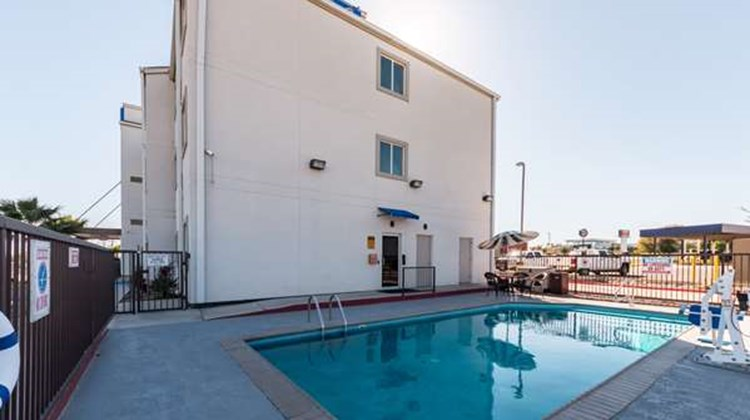 Motel 6 Eagle Pass Pool