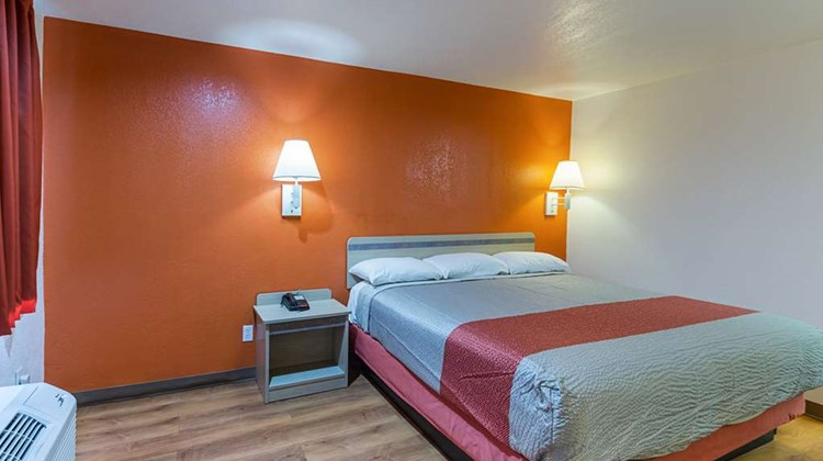 Motel 6 Dallas-De Soto-Lancaster Room