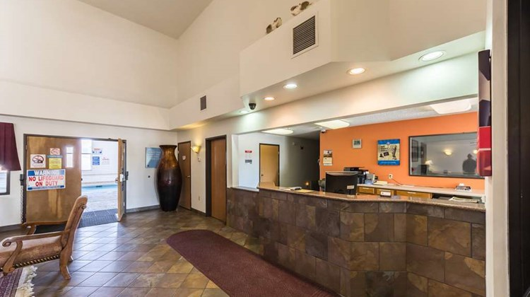 Motel 6 Junction Lobby