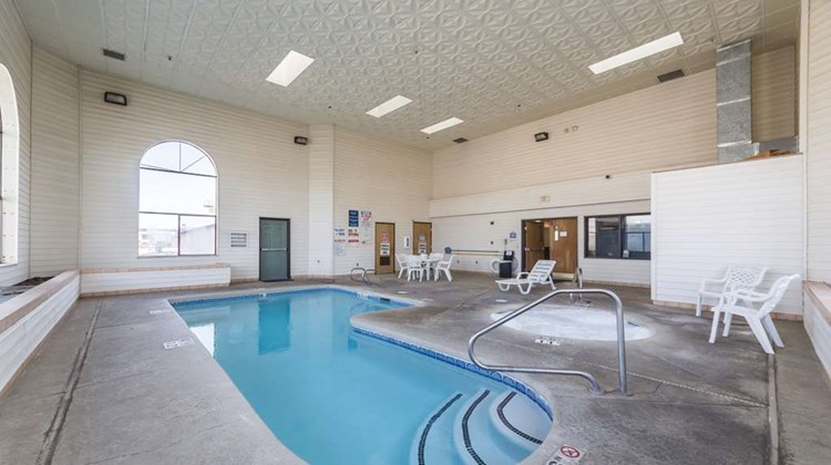 Motel 6 Junction Pool