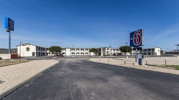 Motel 6 Junction Exterior
