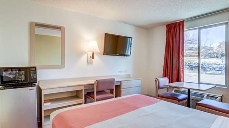 Motel 6 Denver South Room
