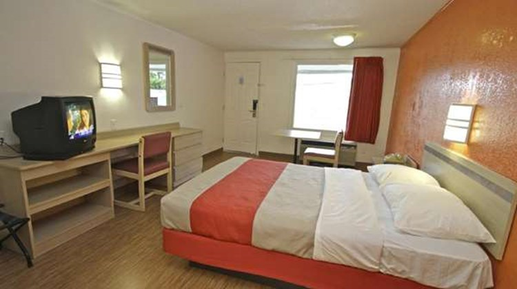 Motel 6 Kalamazoo Room
