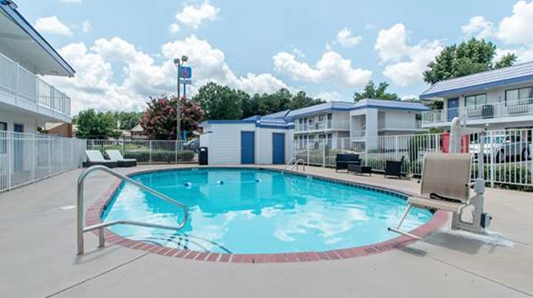 Motel 6 Norcross Pool