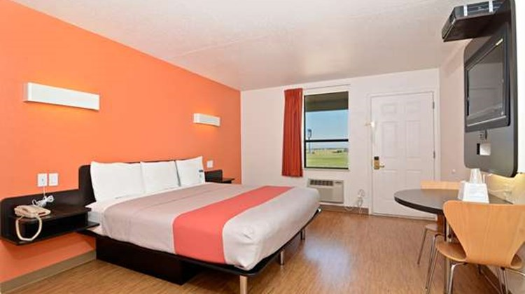 Motel 6 South Haven Room