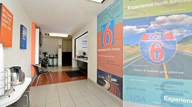 Motel 6 South Haven Lobby