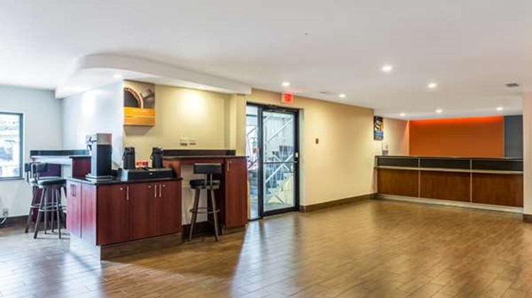 Motel 6 Atlanta Downtown Lobby