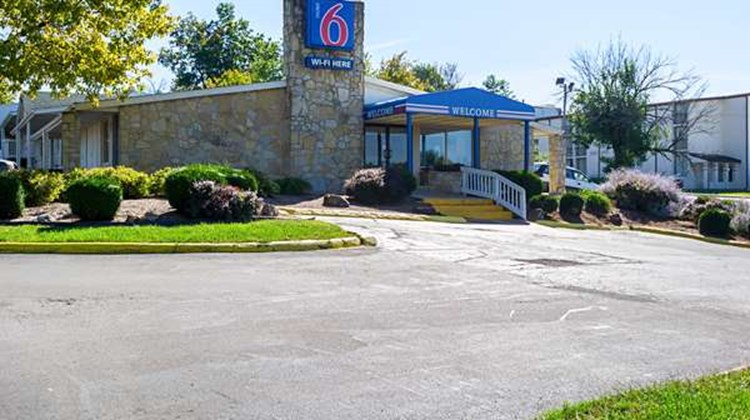 Motel 6 Bloomington Exterior