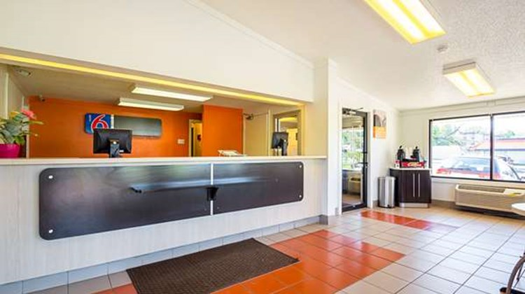 Motel 6 Bloomington Lobby