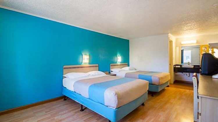Motel 6 Bloomington Room