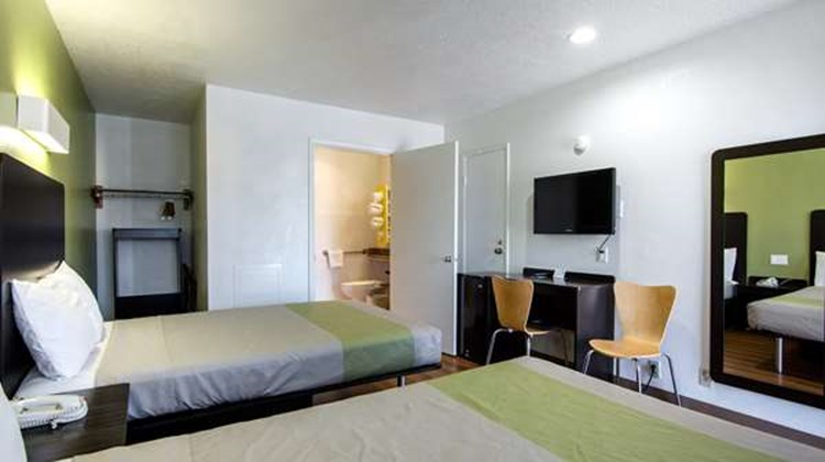 Motel 6 Santa Fe Plaza Downtown Room