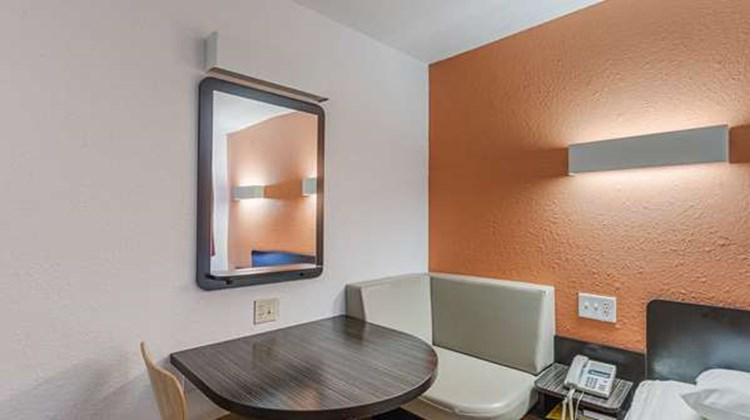 Motel 6 Oshkosh Room
