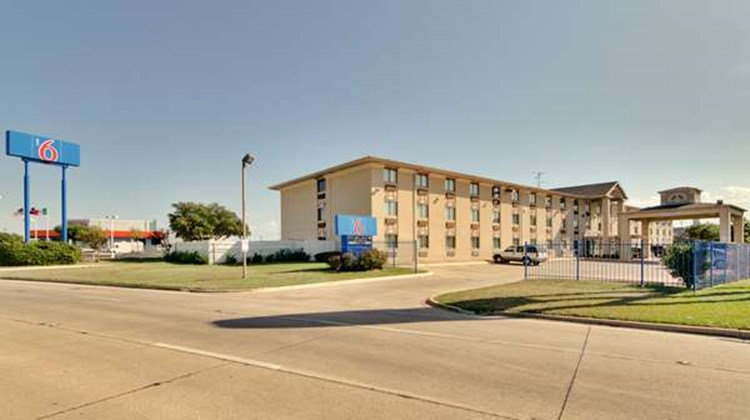 Motel 6 Dallas Exterior