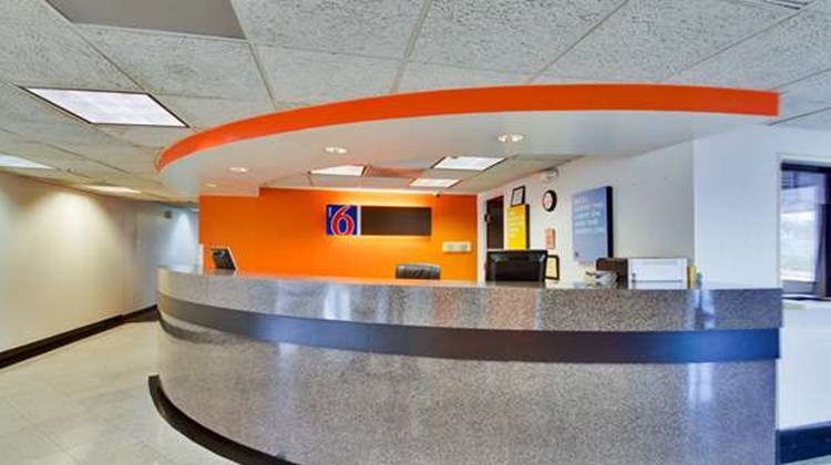 Motel 6 Dallas Lobby