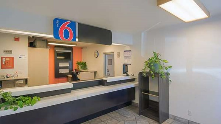 Motel 6 Red Bluff Lobby