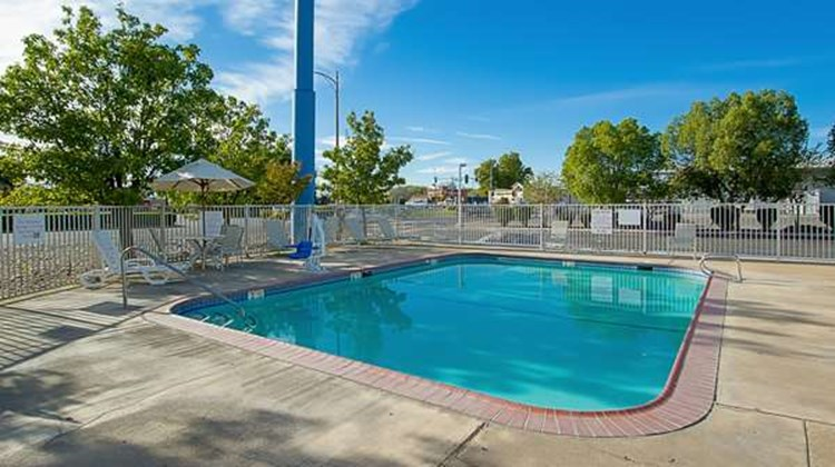 Motel 6 Red Bluff Pool